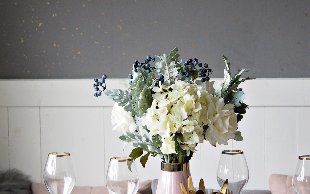 Blush and gold dining styling