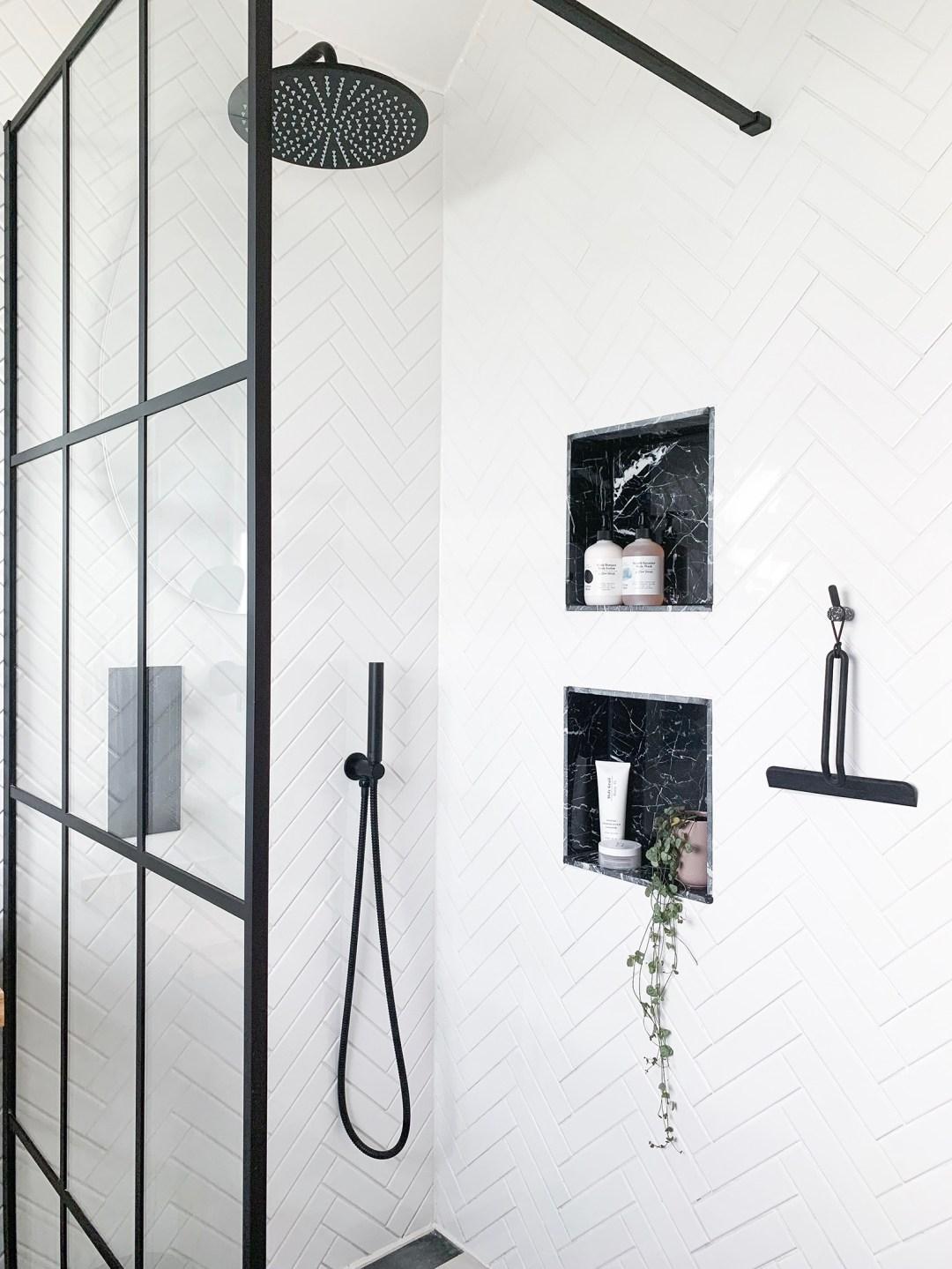Monochrome Wetroom