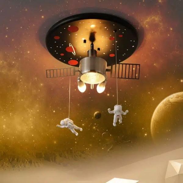 Lustre astronaute satellite
