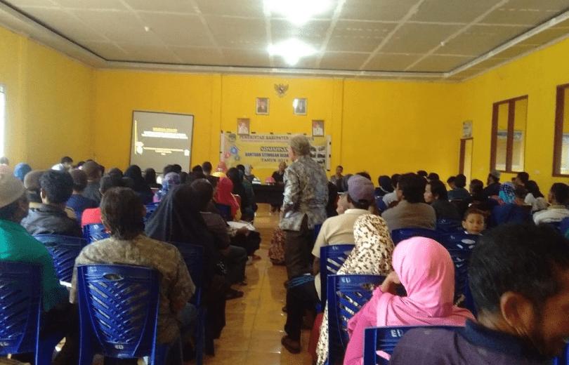 Suasana Sosialisasi Program Bedah Rumah di Aula Kantor Desa Ussu