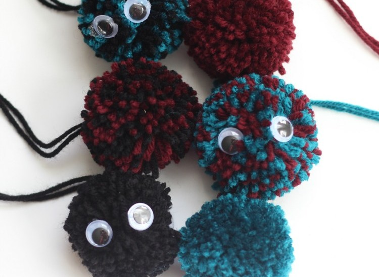 diy pom poms with yarn