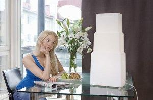 quelle lampe de luminothérapie choisir - femme devant lampe