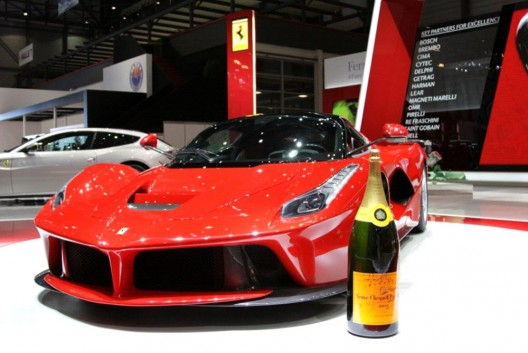 Ferrari-and-Veuve-Clicquot-Champagne1-528x353