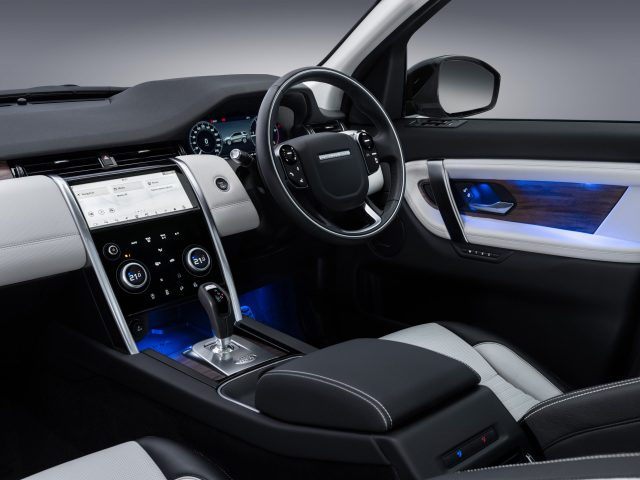 The dashboard with centre console