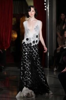 31-Robe Blanche Feurs Paillettes Noir DANY ATRACHE PE 2012