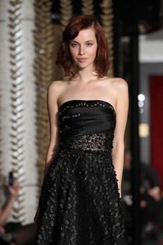 32-Robe Noir Petites Fleurs Laser DANY ATRACHE PE 2012