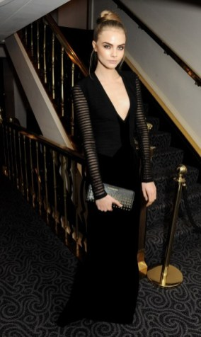 cara delevingne wearing burberry at the 58th london evening standard theatre awards in association with burberry