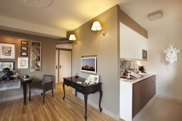 Citadines_Suites_Louvre_Paris_Royale_Suite_(Living-Kitchen)