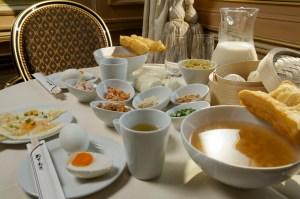 Café de la Paix: petit déjeuner chinois.