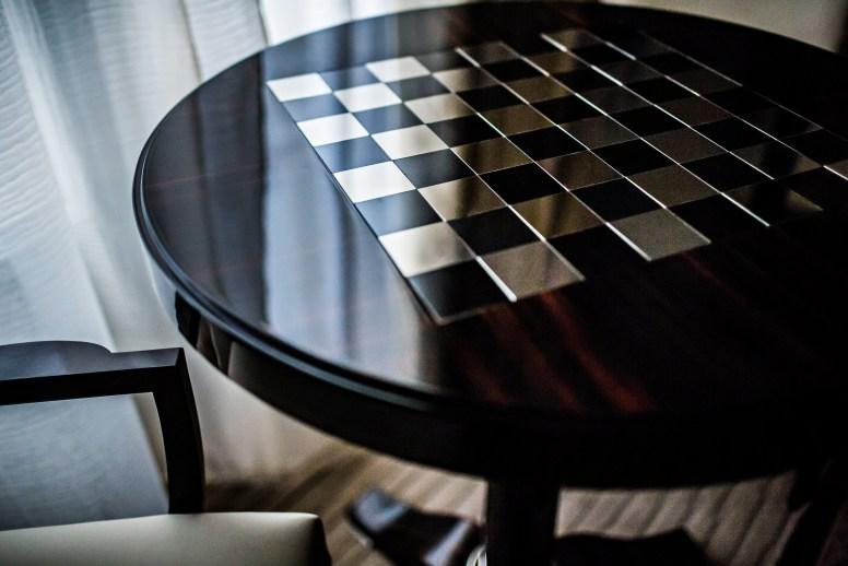 PRINCE DE GALLES – TABLE DAMIER – SUITE MACASSAR CREME - MD