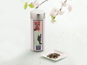 « Sakura est le nom donné par les Japonais aux cerisiers et particulièrement à leurs fleurs. Pour nous européens il s'agit des cerisiers « Prunus Serrulata », cette variété est très spéciale puisqu'elle ne produit pas de cerises. Les cerisiers Sakura font partie intégrante de la société et la culture japonaise, sa fleur est le symbole de la beauté éphémère. » 50g, 17€