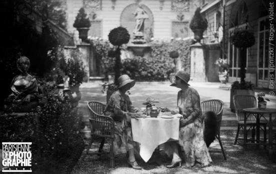 Thé au Ritz. Paris, vers 1925 © Boris Lipnitzki / Roger-Viollet