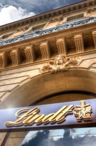 Lindt Boutique Opéra Extérieur 2 - crédit photo Studio Pixels et Papillon