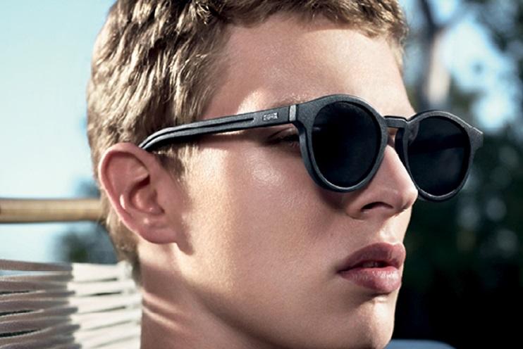 7ebab5c6dc2bd5 Directement issues des podiums, les lunettes Blacktie193S du défilé Dior  Homme de l Été 2014 jouent sur la sophistication du mélange de matières.
