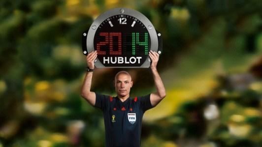 Hublot_-_referee_Howard_Webb_holding_the_referee__1_640_360_s_c1_center_center