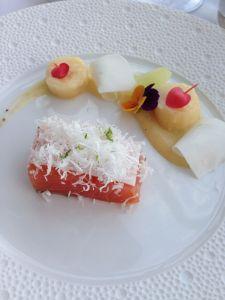 Gravlax de saumon d'Ecosse, Noix de coco, banane vanillée et citron vert
