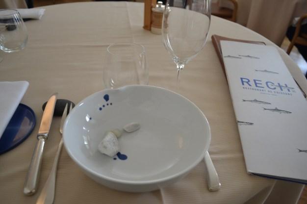 Les galets dans l'assiette / Copyright Julien Tissot.