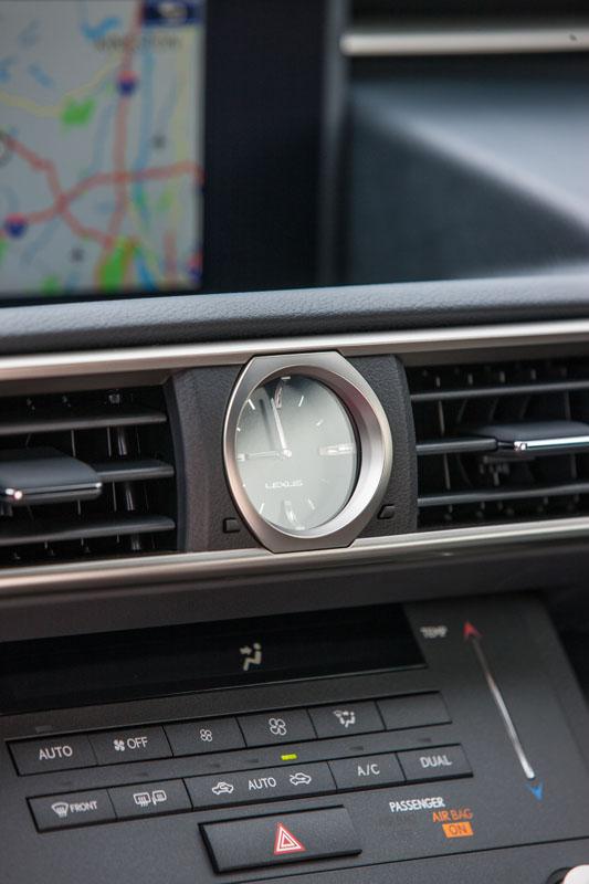 Lexus_RC_F_INT_24