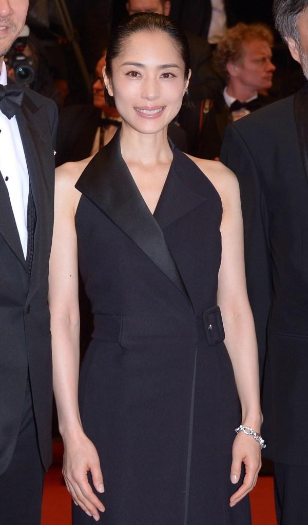 """A Cannes, Eri Fukatsu assiste à la première de """"Mon Roi""""."""