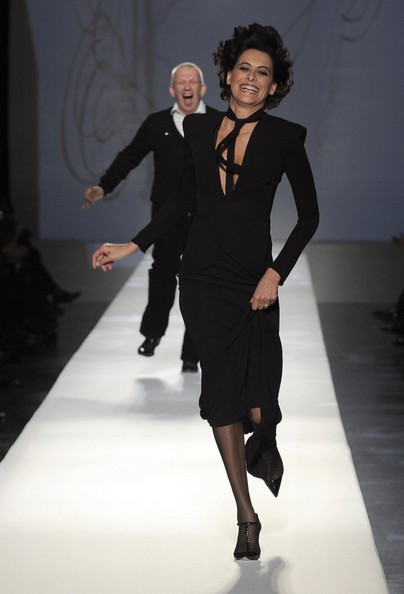 Ines+de+la+Fressange+2009+Paris+Fashion+Week+LAzt2vzzscml