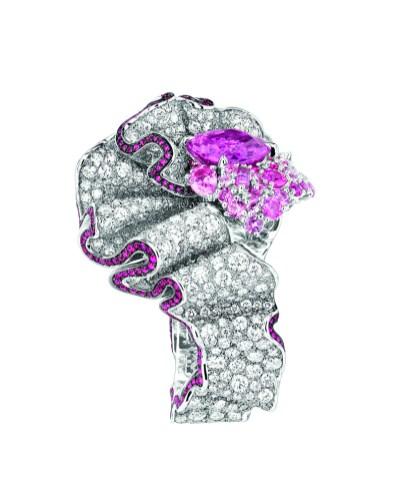 BAGUE FRONCE SAPHIR ROSE 750/1000e or blanc, diamants, saphirs roses et rubis