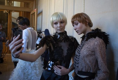 Backstage ON AURA TOUT VU couture photos by emmanuel sarnin (32)