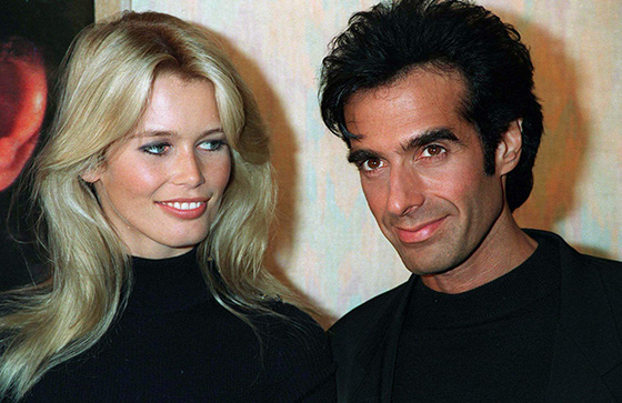 "PARIS: DAVID COPPERFIELD & CLAUDIA SCHIFFE R ""GINIES PHOTOGRAPHE"" ""REMISE DE DECORATION"" FRANCE PARIS DECORATION ""MEDAILLE DES ARTS TITRE"" ""COPPERFIELD DAVID ACCOMPAGNE"" ""SCHIFFER CLAUDIA ACCOMPAGNE"" ""DECORATION ATTITUDE"" ""308364 TITRE"" ""IMAGE NUMERISEE"""
