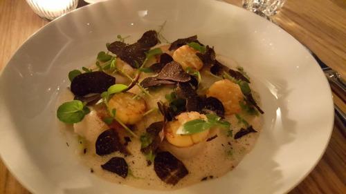 "Saint jacques, truffe noire ""tuber melanosporum"" sauce au vin jaune"