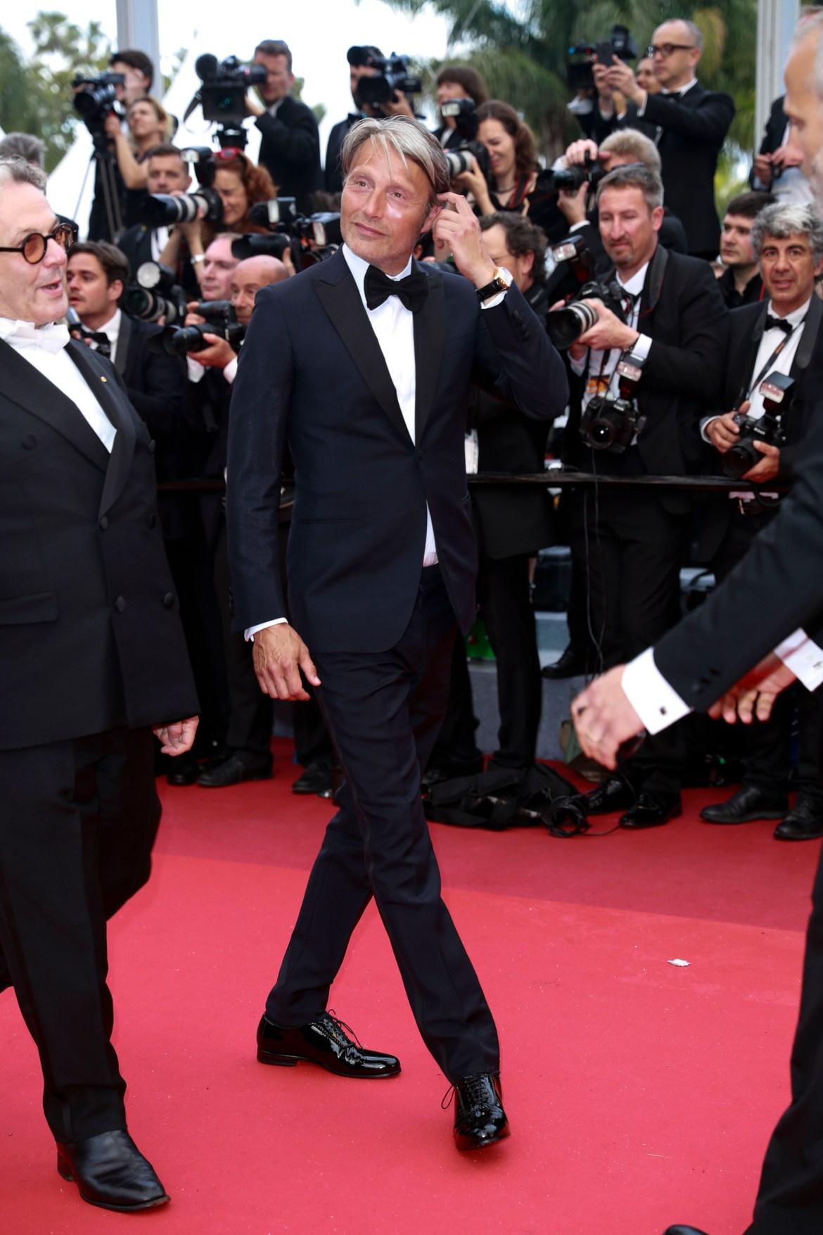 L'acteur et membre du jury Mads Mikkelsen (Hannibal, Casino Royale) portait une montre Montblanc Heritage Chronometrie Exo Tourbillon ainsi que des boutons de manchettes Montblanc de style contemporain en acier fin et emblème Montblanc gravé.