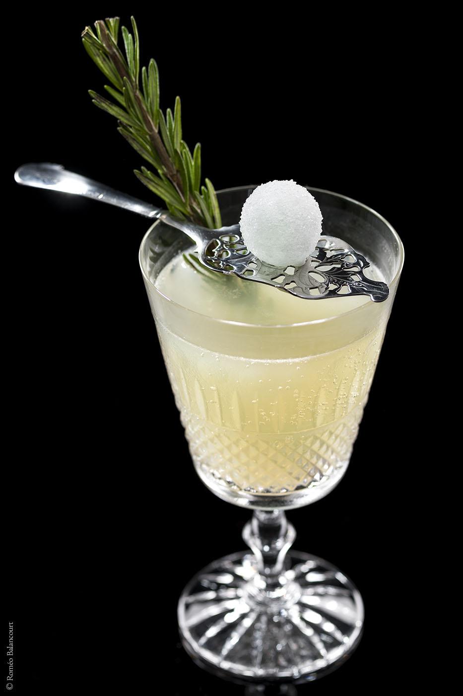 cocktail-la-main-verte-le-bar-botaniste-shangri-la-hotel-paris-r