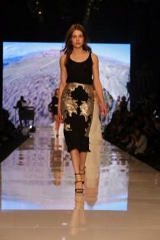 שבוע האופנה גינדי תל אביב 2017 תצוגה של אריאל טולדנו צילום אבי ולדמן (10)