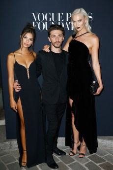 PARIS, FRANCE - JULY 04: (L-R) Emily Ratajkowski, David Koma and Karlie Kloss attend the Vogue Foundation Dinner during Paris Fashion Week as part of Haute Couture Fall/Winter 2017-2018 at Musee Galliera on July 4, 2017 in Paris, France. (Photo by Julien Hekimian/Getty Images for Vogue) *** Local Caption *** Emily Ratajkowski;David Koma;Karlie Kloss