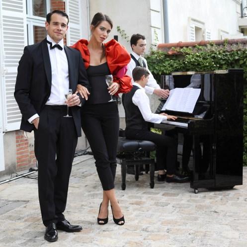 Hotes_et_pianiste_lors_de_la_soiree_Maison_Belle_Epoque_6583