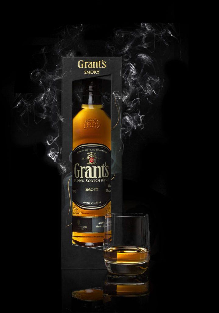 Le whisky Grant's Smoky se pare d'un coffret pour les fêtes