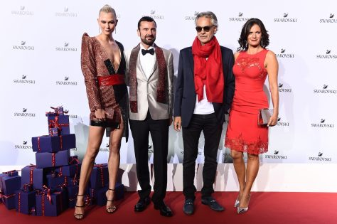 MILAN, ITALY - SEPTEMBER 20: Karlie Kloss., Robert Buchbauer, Andrea Bocelli and Veronica Berti attend Swarovski Crystal Wonderland Party on September 20, 2017 in Milan, Italy. (Photo by Stefania M. D'Alessandro/Getty Images for Swarovski) *** Local Caption *** Karlie Kloss; Robert Buchbauer; Andrea Bocelli; Veronica Berti