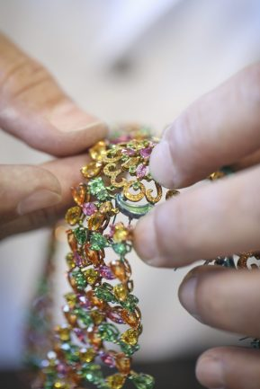 RIHANNA ♥ CHOPARD making of picture 6