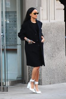 NEW YORK, NY - MARCH 30: Singer Rihanna is seen in Soho on March 30, 2016 in New York City. (Photo by Raymond Hall/GC Images)