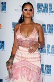 """SAINT-DENIS, FRANCE - JULY 25: Rihanna attends """"Valerian et la Cite desMille Planetes"""" Paris Premiere at La Cite Du Cinema on July 25, 2017 in Saint-Denis, France. (Photo by Laurent Viteur/WireImage)"""