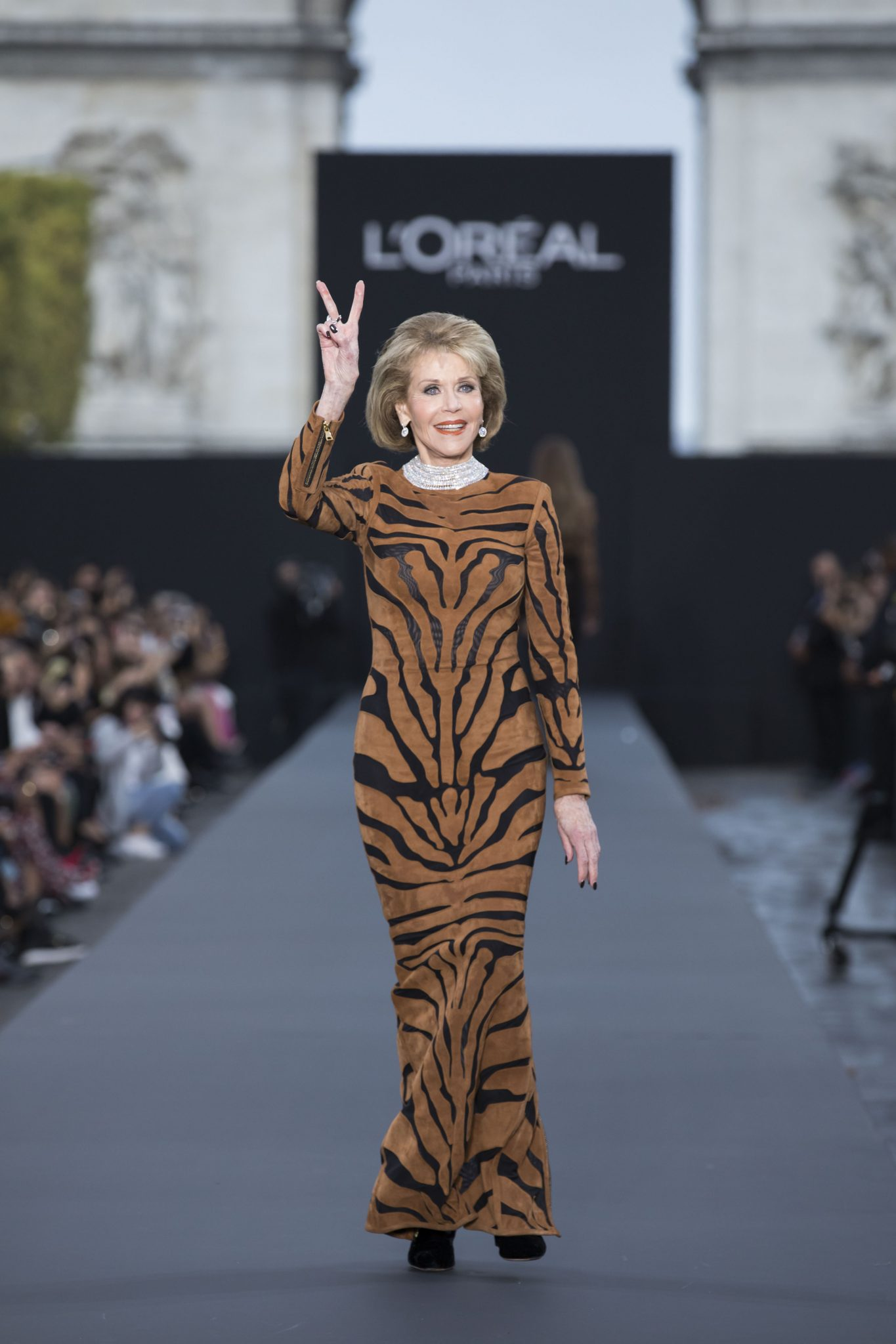 Jane Fonda closing Le DefilÇ L'OrÇal wearing Chopard High Jewellery (2)