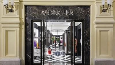 MONCLER CREE UNE PIECE SPECIALE POUR CELEBRER L'OUVERTURE DE SA NOUVELLE BOUTIQUE A MOSCOU