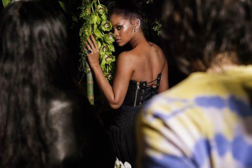 Rihanna wearing RIHANNA ♥ CHOPARD behind the scene (2)