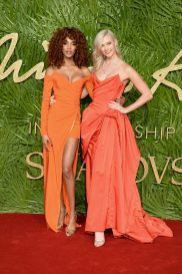 LONDON, ENGLAND - DECEMBER 04: Jourdan Dunn (L) and Karlie Kloss (R) attend The Fashion Awards 2017 in partnership with Swarovski at Royal Albert Hall on December 4, 2017 in London, England. (Photo by Jeff Spicer/BFC/Getty Images)