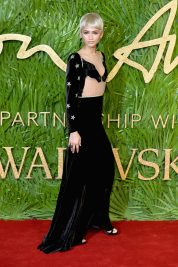 LONDON, ENGLAND - DECEMBER 04: Zendaya attends The Fashion Awards 2017 in partnership with Swarovski at Royal Albert Hall on December 4, 2017 in London, England. (Photo by Jeff Spicer/BFC/Getty Images)