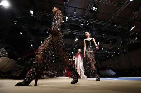 Alexander Mc Queen : robes pour balles de levé de fonds