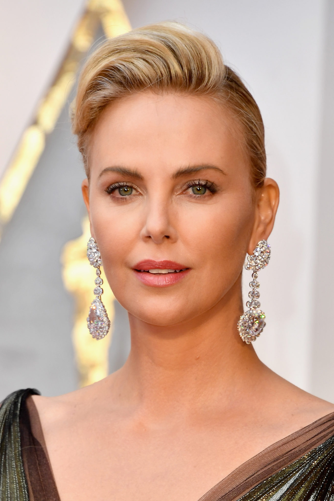 HOLLYWOOD, CA - FEBRUARY 26: Actor Charlize Theron attends the 89th Annual Academy Awards at Hollywood & Highland Center on February 26, 2017 in Hollywood, California. (Photo by Steve Granitz/WireImage)