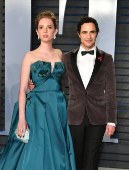BEVERLY HILLS, CA - MARCH 04: Maya Hawke (L) and Zac Posen attend the 2018 Vanity Fair Oscar Party hosted by Radhika Jones at Wallis Annenberg Center for the Performing Arts on March 4, 2018 in Beverly Hills, California. (Photo by Dia Dipasupil/Getty Images)