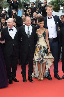 CANNES, FRANCE - MAY 15: Director Ron Howard, actor Woody Harrelson, actress Thandie Newton, and actor Joonas Suotamo attend the European Premiere of 'Solo: A Star Wars Story' at Palais des Festivals on May 15, 2018 in Cannes, France. (Photo by Antony Jones/Getty Images for Disney) *** Local Caption *** Ron Howard;Woody Harrelson;Thandie Newton;Joonas Suotamo