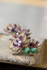 Making of orchid earrings from the Red Carpet Collection (1)