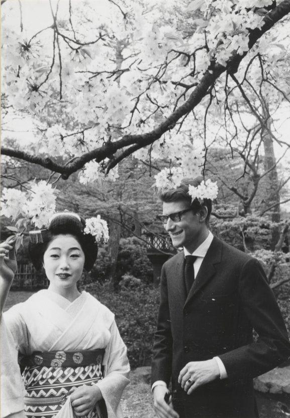 17 - Yves Saint Laurent en compagnie d'une courtisane, Kyoto, avril 1963 © Droits réservés