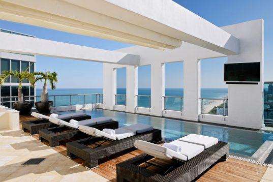 KH_PenthouseB_pool